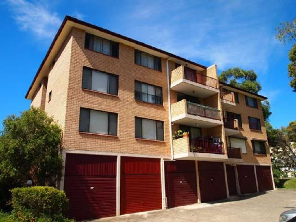 CLEAN & TIDY UNIT - CURRENTLY LEASED