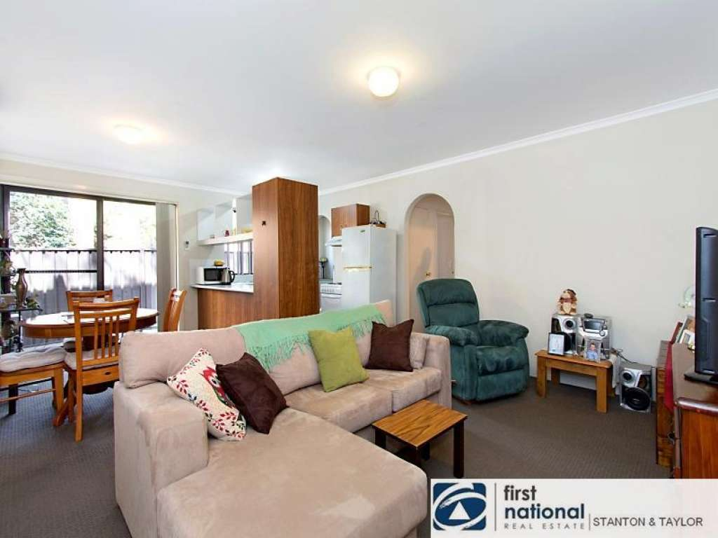 MODERN 2 BEDROOM UNIT IN A QUIET COMPLEX