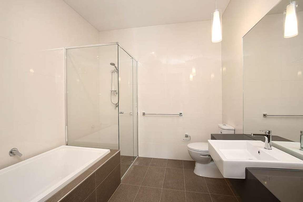 High Capital Growth Location. Wonderful 4 bedroom 3 bathroom Townhouse on a golf course estate